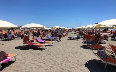 Estate:primo vero pienone di stagione sulle spiagge del litorale romano