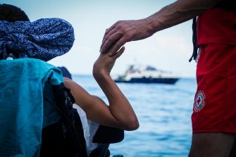 """Un mare per tutti"""" è questo il chiaro messaggio dell'evento organizzato a Punta Campanella, Comune di Massa Lubrense sulla costa del golfo di Napoli, dove istruttori professionisti hanno accompagnato disabili nelle loro immersioni. All'iniziativa, promossa da l'Area Marina Protetta """"Punta Campanella"""" in collaborazione con HSA Italia (Handicapped Scuba Association International hanno partecipato numerosi aspiranti sub molti dei quali alla prima esperienza con pinne, maschere ed erogatore, Napoli, 14 Settembre 2018. ANSA/CESARE ABBATE"""