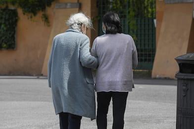 Covid, centenaria positiva sconfigge virus: è guarita