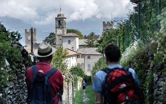 Sentiero del Viandante primo cammino certificato Touring Club Italiano