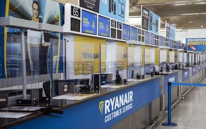 Ryanair, la compagnia taglia 3000 posti di lavoro e riduce lo stipendi