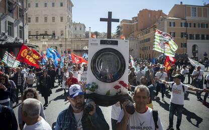 Sindacati: il 31 Whirlpool chiude Napoli, serve azione urgente