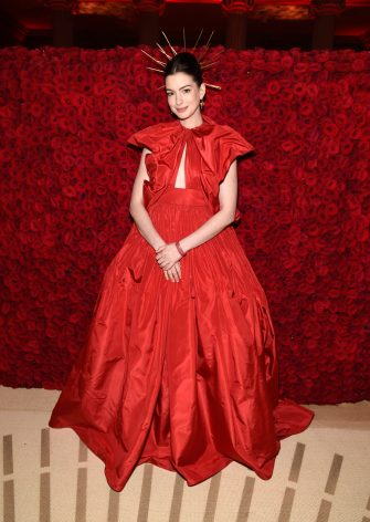 NEW YORK, NY - MAY 07:  Anne Hathaway attends the Heavenly Bodies: Fashion & The Catholic Imagination Costume Institute Gala at The Metropolitan Museum of Art on May 7, 2018 in New York City.  (Photo by Kevin Mazur/MG18/Getty Images for The Met Museum/Vogue)