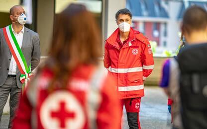 Coronavirus, ad Alzano Lombardo con la Croce Rossa c'è Raoul Bova