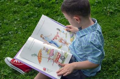Leggere ad alta voce sviluppa linguaggio e memoria dei bambini