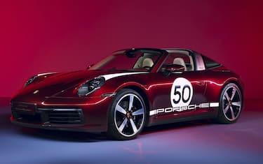 Fotogramma_Porsche 911 Targa 4S Heritage Design Edition_HERO