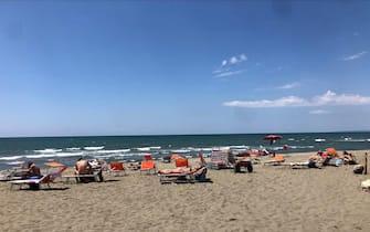 Le spiagge di Fiumicino e Fregene controllate da forze dell'ordine e volontari, Roma, 31 maggio 2020. ANSA/NOTTOLA