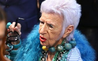 NEW YORK, NY - SEPTEMBER 09:  Iris Apfel take her glasses off and applies makeup backstage at Monse - September 2016 - New York Fashion Week at Art Beam on September 9, 2016 in New York City.  (Photo by Astrid Stawiarz/Getty Images)