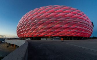 MUNICH, GERMANY - OCTOBER 04: A general view of the Allianz Arena at twilight during the Bundesliga match between FC Bayern Muenchen and Hertha BSC at Allianz Arena on October 04, 2020 in Munich, Germany. (Photo by Boris Streubel/Getty Images)