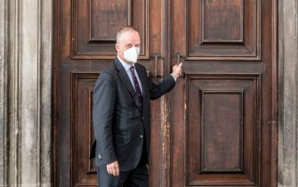 The director of the Uffizi Galleries in Florence, the German art historian Eike Dieter Schmidt, personally closes the entrance door to the Gallery arranged by the new anti-covid decree which provides for the closure of all Italian museums starting tomorrow, 4 November 2020. ANSA/CLAUDIO GIOVANNINI