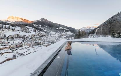 Relax sulla neve, le 20 infinity pool più belle delle Dolomiti. FOTO