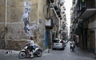"""NAPLES, ITALY - JUNE 24: A mural by Argentine artist Santiago Spiga alias """"Spiga"""" depicts Argentine former football player Diego Armando Maradona to celebrate the 30th anniversary of his famous """"hand of God"""", in Naples, Italy on June 24, 2016. (Photo by Alessio Paduano/Anadolu Agency/Getty Images)"""