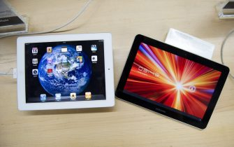 epa03086905 (FILE) A file photo dated 16 August 2011 shows a Samsung Galaxy Tab 10.1 (R) and an Apple Ipad2 (L) at a store in The Hague, The Netherlands. Korean electronics company Samsung on 31 January 2012 lost a court appeal against a ban on the sale of its Galaxy Tab 10.1 computer tablets in Germany. The ruling by a higher court in Dusseldorf is a legal victory for Apple, which last year won an injunction banning distribution of the Galaxy Tab 10.1 in Europe's largest economy. It successfully argued that the Samsung tablets, which uses Google's Android software, copy its iPad design. Samsung lost months of sales and has had to restyle the device. Its replacement product - the Tab 10.1 N which is exclusively for German sales - was not discussed in Tuesday's verdict.  EPA/ROBERT VOS