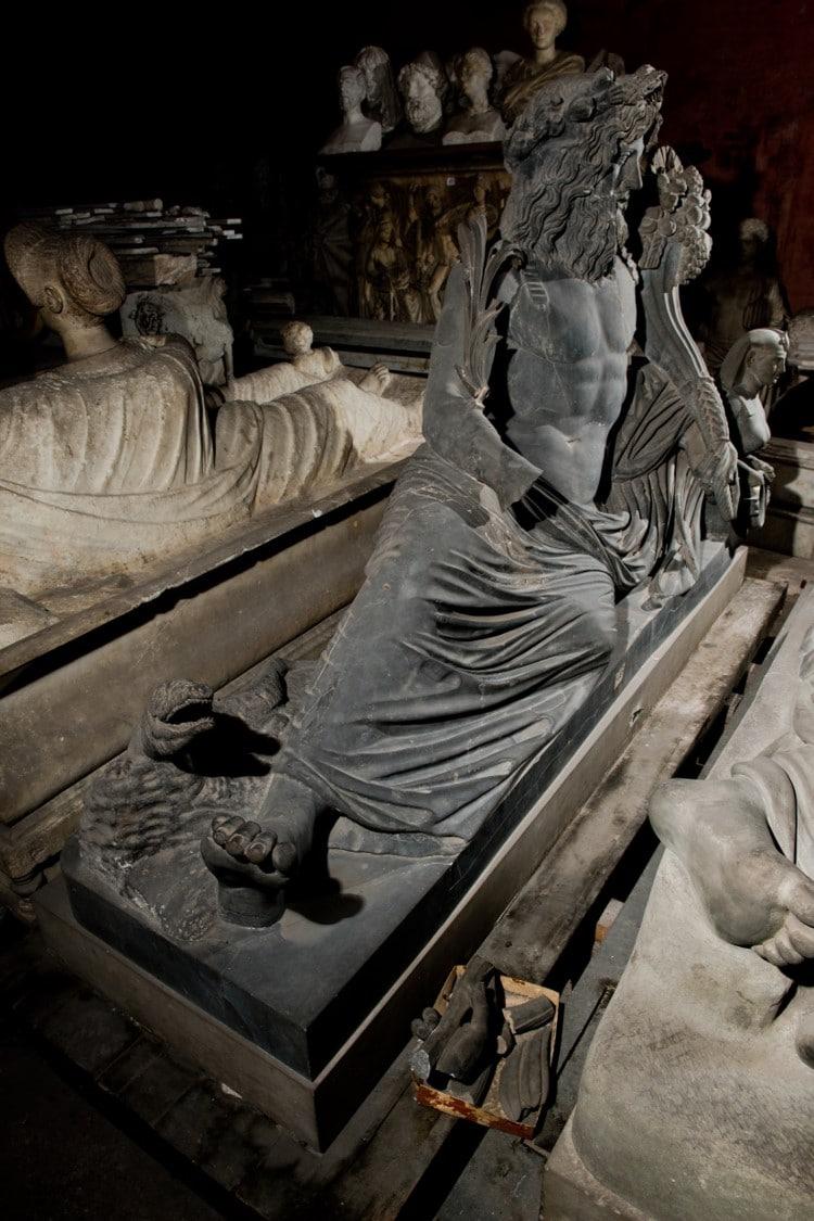 Una delle statue antiche della collezione privata più importante del mondo