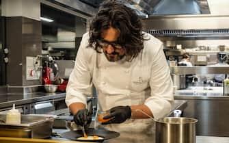 Foto LaPresse - Matteo Corner  21/12/2018 Milano (Italia) cronaca  Lo chef Alessandro Borghese in cucina nel suo ristorante