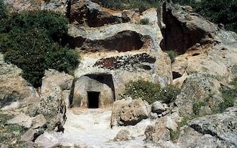 ITALY - SEPTEMBER 27: Domus de Janas, Necropolis of Montessu, Villaperuccio, Sardinia, Italy. Prenuragic period, 3rd millennium BC. (Photo by DeAgostini/Getty Images)