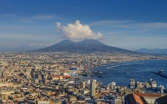 Harbour area, Vesuvius, Naples, Italy, Hafengebiet, Vesuv, Neapel, Italien. (Photo by: Joko/Bildagentur-online/Universal Images Group via Getty Images)