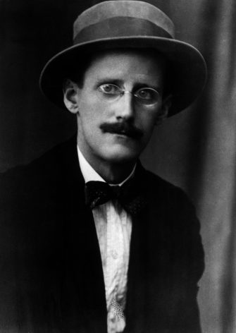 circa 1917:  Portrait of Irish author James Joyce (1882  - 1941) wearing a hat, pince-nez eyeglasses, a jacket and a bow tie, Zurich, Switzerland.  (Photo by Hulton Archive/Getty Images)