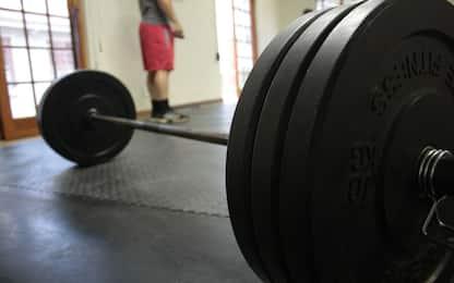 7 esercizi con bilanciere da fare a casa per allenare tutto il corpo