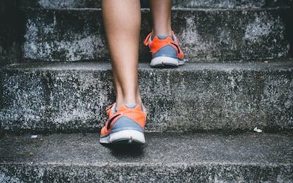 Gambe, 3 esercizi in 10 minuti da fare a casa per snellirle