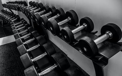 Gambe toniche, i migliori 4 esercizi con pesi da fare a casa