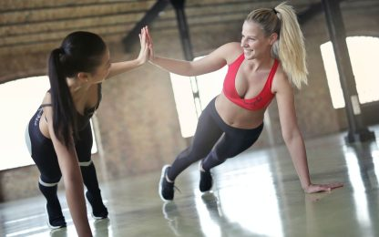 Gambe toniche, i migliori 5 esercizi senza pesi da fare a casa