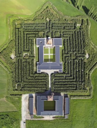 Una veduta aerea del Labirinto in un'immagine diffusa il 28 maggio 2015, in occasione della sua inaugurazione. Il labirinto piu' grande del mondo e' nato a Fontanello (Parma) da un'idea dell'editore designer, collezionista d'arte e bibliofilo Franco Maria Ricci. ANSA/ US +++ ANSA PROVIDES ACCESS TO THIS HANDOUT PHOTO TO BE USED SOLELY TO ILLUSTRATE NEWS REPORTING OR COMMENTARY ON THE FACTS OR EVENTS DEPICTED IN THIS IMAGE; NO ARCHIVING; NO LICENSING +++