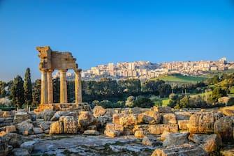 In foto la valla dei Templi di Agrigento