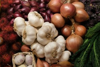 BERLIN, GERMANY - JANUARY 17: Garlic, onions and shallots lie on display at the Green Week (Grüne Woche) agricultural trade fair on January 17, 2020 in Berlin, Germany. Green Week will be open to the public from January 17-26.  (Photo by Sean Gallup/Getty Images)