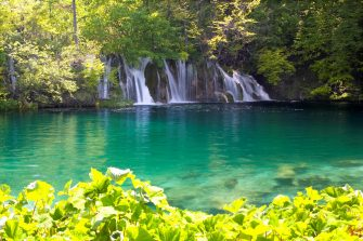 Nell'immagine uno dei laghi di Plitvice in Croazia