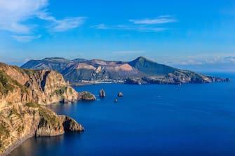 Nell'immagini le aque che bagnano l'isola di Lipari