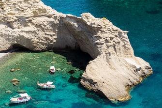 Nell'immagine una delle cale dell'isola di Ponza