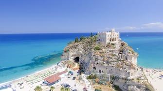 Nella foto un lempo di costa di Tropea