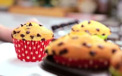 Muffin con gocce di cioccolato, la video ricetta di Sonia Peronaci