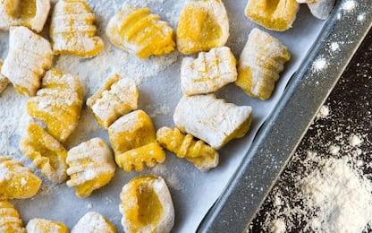 Gnocchi di zucca fatti in casa, la ricetta autunnale facile e veloce