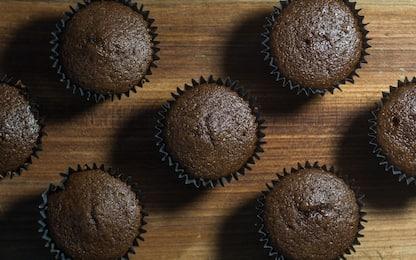 Muffin al cioccolato morbidi e golosi, la ricetta facile e veloce