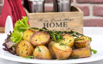 Patate al forno croccanti, la ricetta del contorno gustoso