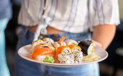 Alimenti non tracciati, denunce e multe per sushi bar nel Palermitano