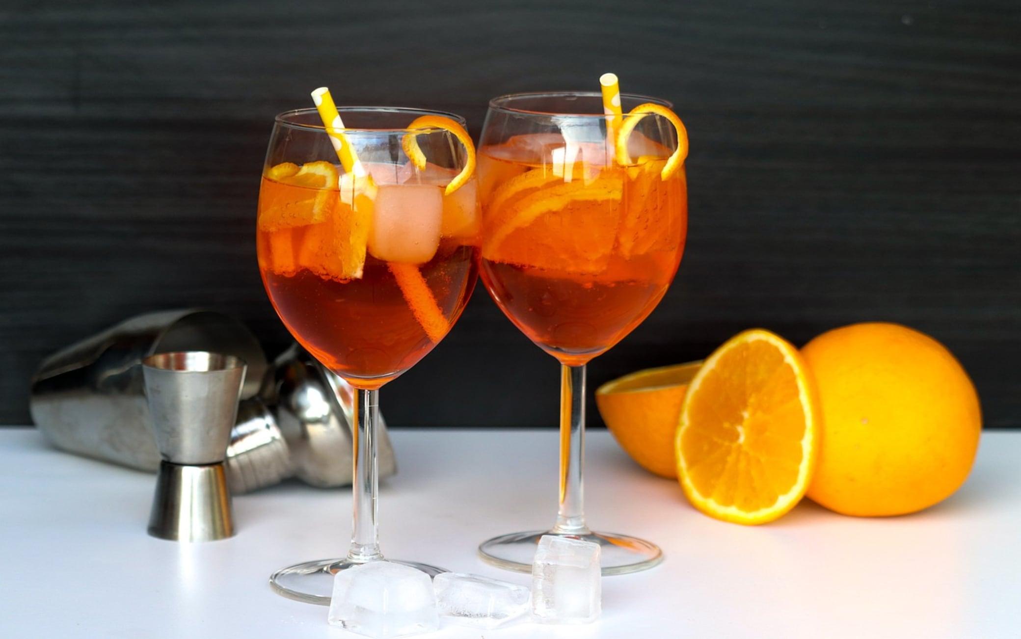 Ricetta Spritz A Casa.Ricetta Aperol Spritz Dosi E Ingredienti Per Preparalo In Casa