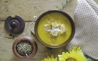 Vellutata di zucca con patate e carote, la ricetta leggera e veloce
