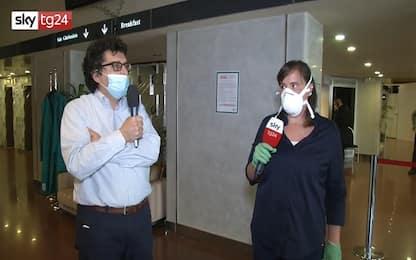 Coronavirus Milano, viaggio di Sky Tg24 nell'hotel per pazienti Covid