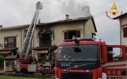 Incendio in una villetta nel Pavese, intossicati i due proprietari