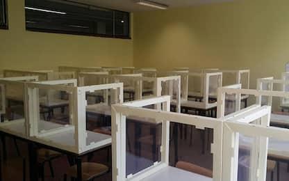 Coronavirus Bergamo, in un liceo già collocati i plexiglass nelle aule