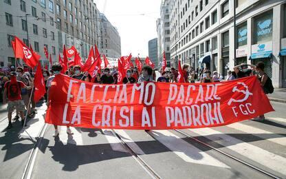 Coronavirus Lombardia, a Milano protesta contro il governo