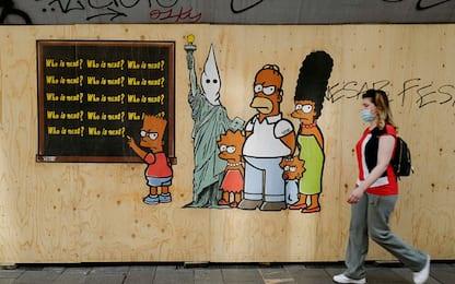 """Milano, affisso murale """"Just because I am Black"""" con Simpson neri"""
