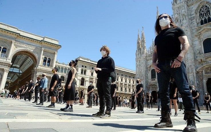 Flash mob in piazza Duomo a Milano