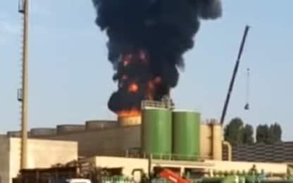 Spinadesco, incendio torri di raffreddamento dell'acciaieria Arvedi