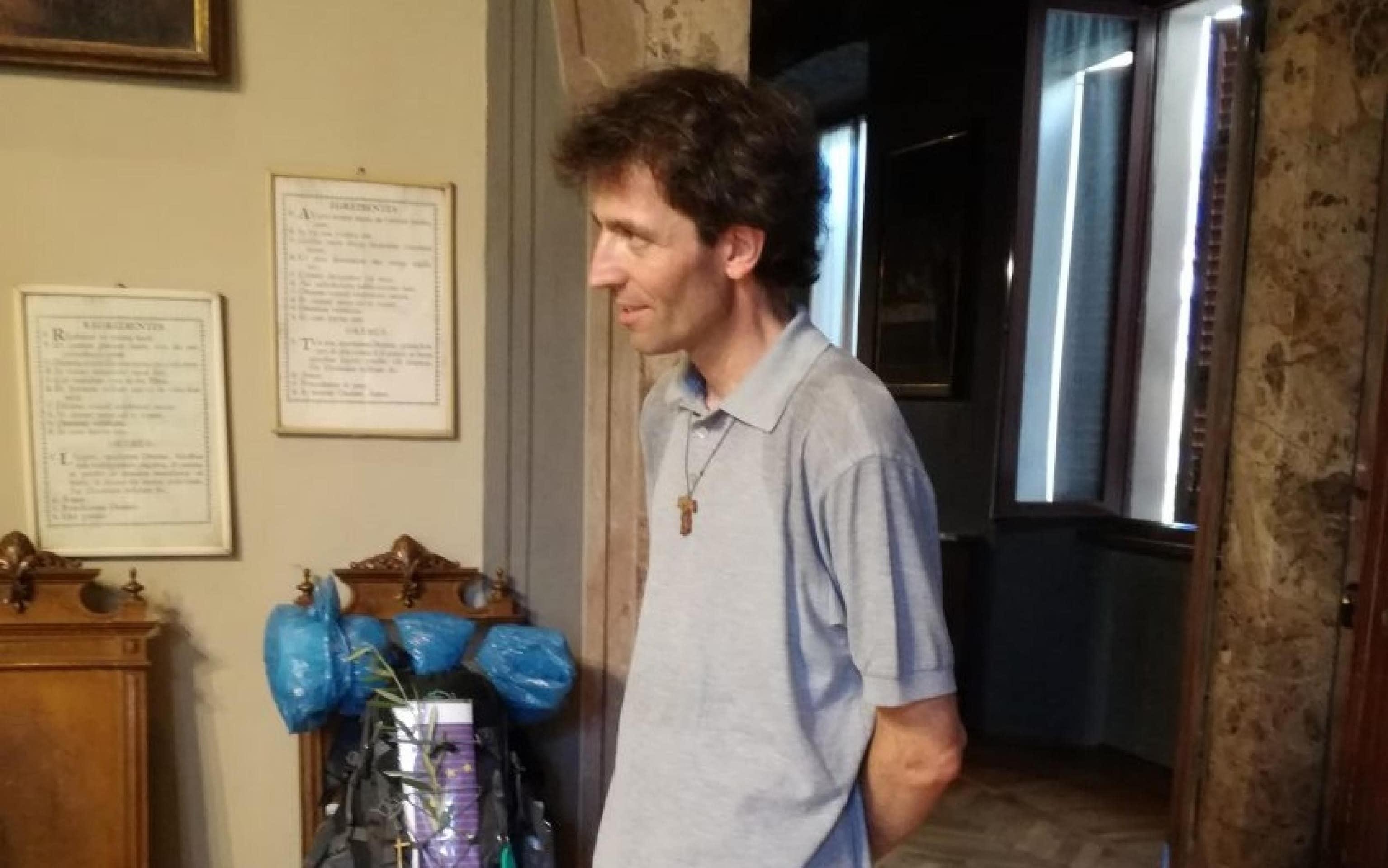 Don Roberto Malgesini, 51 anni, l'uomo ucciso questa mattina in in centro a Como in una immagine tratta dalla rivista diocesana. ANSA/LA DIOCESI / EDITORIAL USE ONLY NO SALES