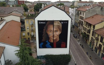 Milano, Jorit celebra la città e il calcio di Fifa 21 con un murales