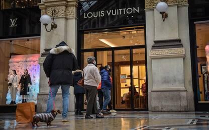 Saldi a Milano, avvio a rilento: nessuna fila fuori dai negozi
